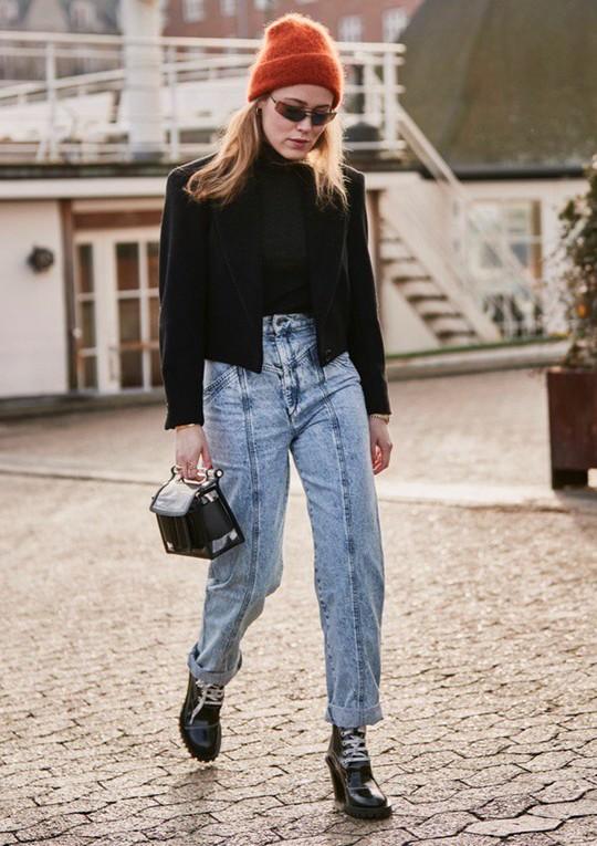 9 mốt quần jeans rộ lên nửa cuối năm 2019 - Ảnh 1.