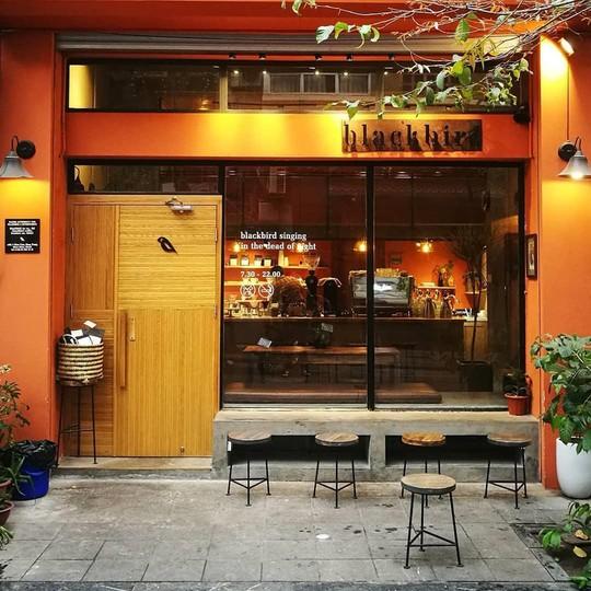 Lưu ngay những quán cà phê đặc sản đáng thử ở Hà Nội - Ảnh 1.