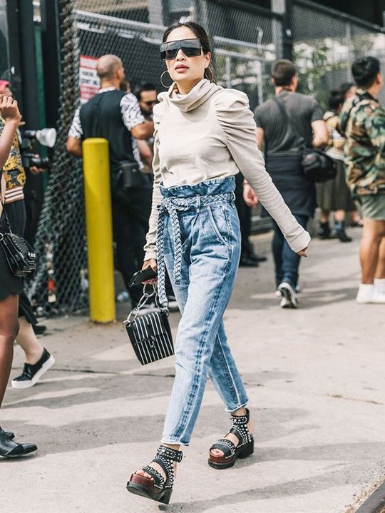 9 mốt quần jeans rộ lên nửa cuối năm 2019 - Ảnh 3.