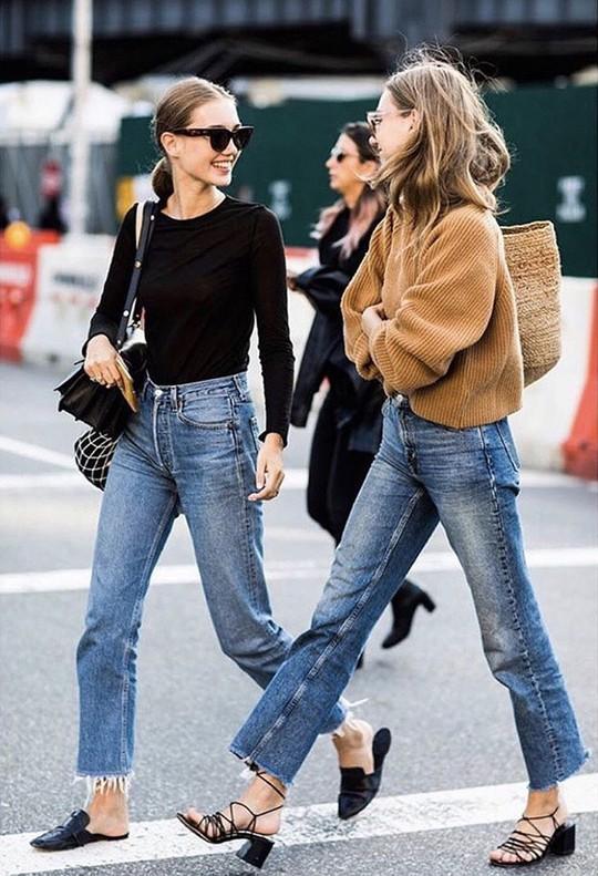 9 mốt quần jeans rộ lên nửa cuối năm 2019 - Ảnh 4.