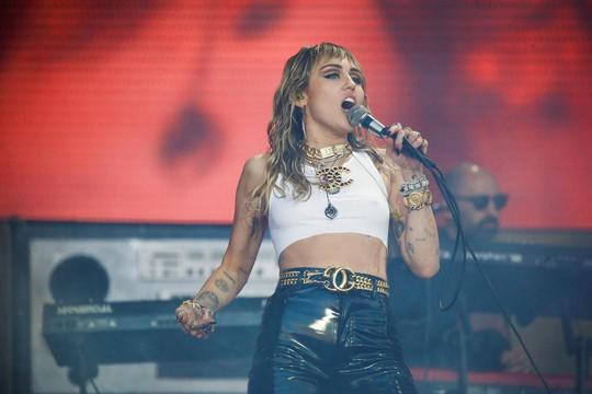 Miley Cyrus bác bỏ tin đồn ngoại tình dẫn đến ly dị - Ảnh 1.