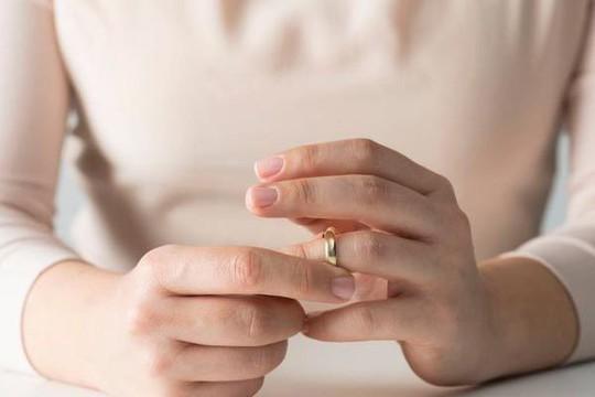 Vợ nằng nặc đòi ly dị vì chồng quá yêu chiều - Ảnh 1.