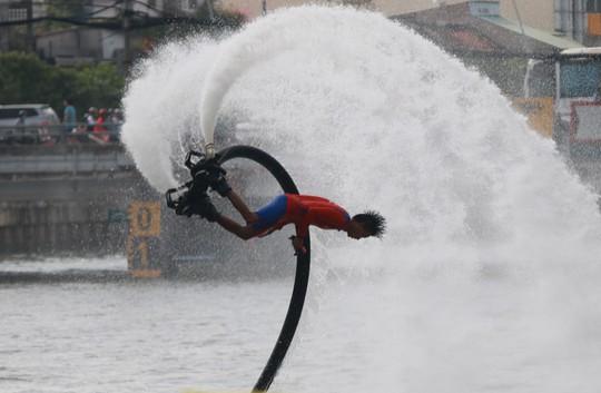 Tưng bừng đua thuyền rồng mừng Quốc khánh trên kênh Nhiêu Lộc - Ảnh 14.