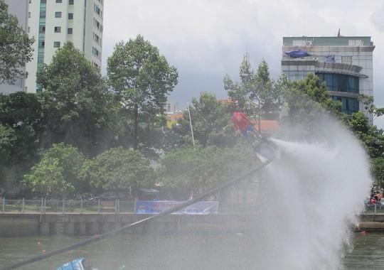 Tưng bừng đua thuyền rồng mừng Quốc khánh trên kênh Nhiêu Lộc - Ảnh 11.