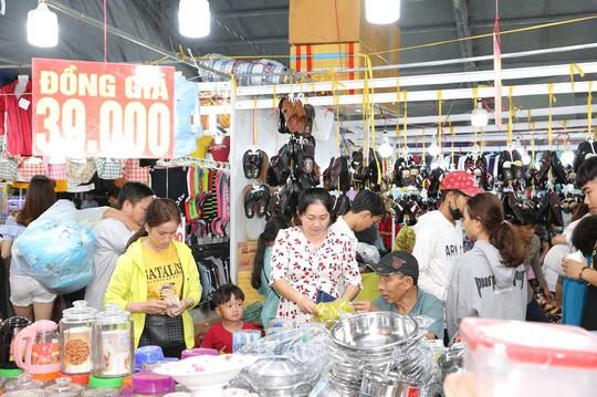 TP HCM khai mạc Hội chợ Khuyến mại 2019 - Ảnh 1.