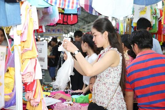 TP HCM khai mạc Hội chợ Khuyến mại 2019 - Ảnh 2.