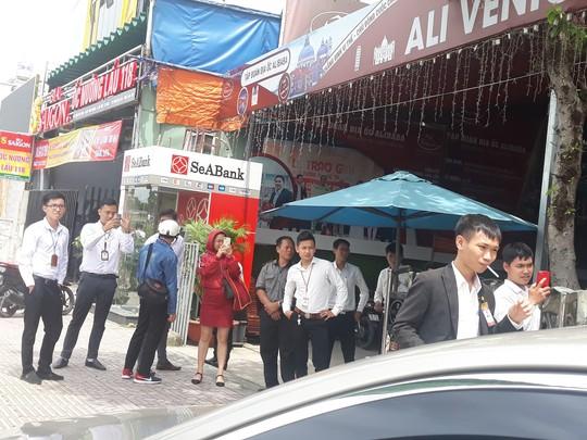 Khách hàng bắt đầu đến Công ty Alibaba đòi lại tiền  - Ảnh 3.