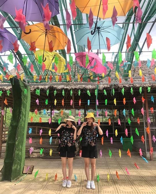 Trại bò sữa check-in tuyệt đẹp ở Mộc Châu thu hút giới trẻ - Ảnh 2.