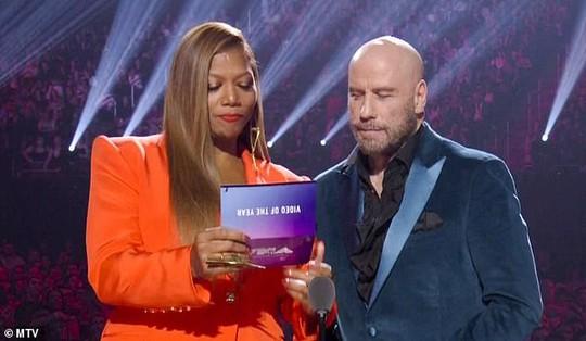 John Travolta nhầm Taylor Swift với nghệ sĩ giả gái - Ảnh 1.