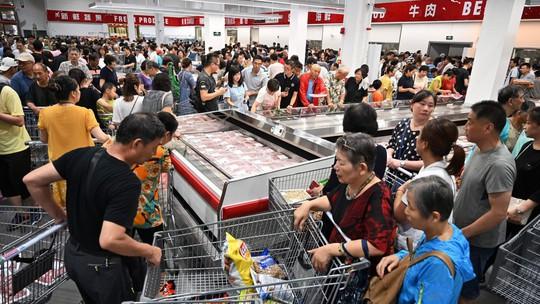 Siêu thị Mỹ tại Trung Quốc thất thủ trong ngày khai trương - Ảnh 3.