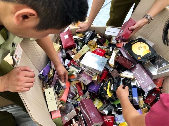 LOreal lên tiếng về 2 container mỹ phẩm giả bị bắt ở Móng Cái - Ảnh 2.