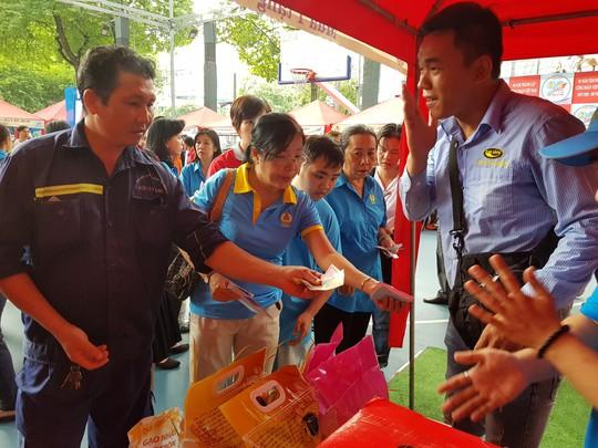Vissan và Saigon Petro bán hàng giảm giá cho đoàn viên Công đoàn - Ảnh 7.