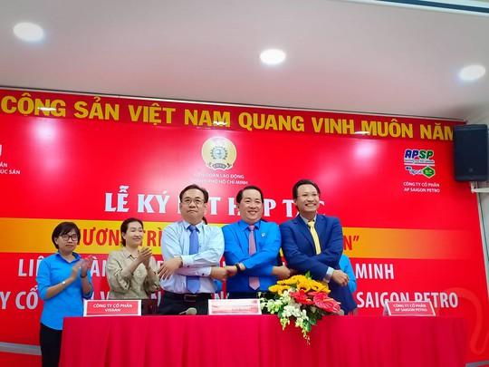 Vissan và Saigon Petro bán hàng giảm giá cho đoàn viên Công đoàn - Ảnh 2.