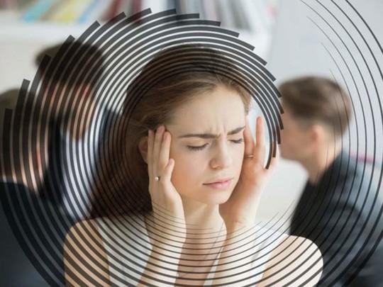 Những động tác mới trị chứng chóng mặt do rối loạn tiền đình - Ảnh 1.