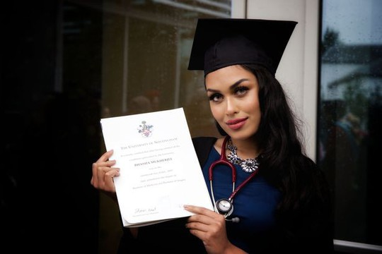Tân Hoa hậu Anh thông thạo 5 ngoại ngữ, có 2 bằng đại học - Ảnh 7.
