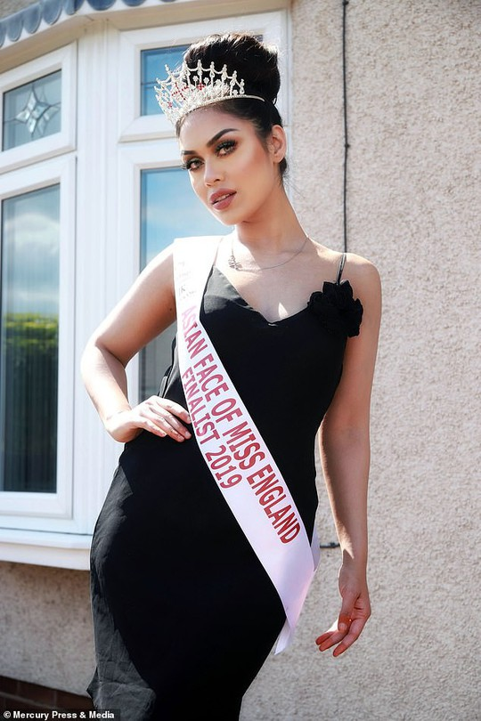 Tân Hoa hậu Anh thông thạo 5 ngoại ngữ, có 2 bằng đại học - Ảnh 9.