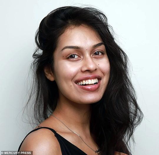 Tân Hoa hậu Anh thông thạo 5 ngoại ngữ, có 2 bằng đại học - Ảnh 11.