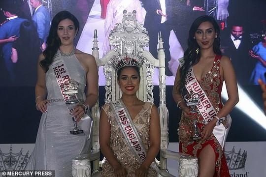 Tân Hoa hậu Anh thông thạo 5 ngoại ngữ, có 2 bằng đại học - Ảnh 4.