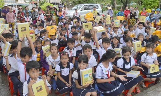 Công ty CP Phân bón Bình Điền tiếp sức học sinh nghèo vùng U Minh Thượng - Ảnh 1.