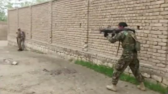 Taliban vừa hòa đàm với Mỹ vừa đánh lớn ở Afghanistan - Ảnh 1.