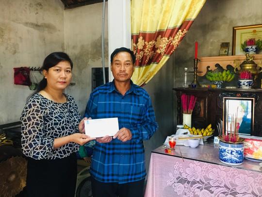 LĐLĐ tỉnh Quảng Trị hỗ trợ gia đình công nhân bị tử vong khi cứu người - Ảnh 1.