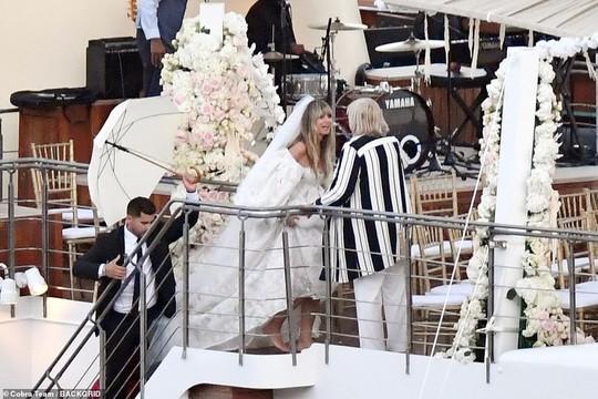 Siêu mẫu Heidi Klum bất ngờ cưới phi công trẻ - Ảnh 5.