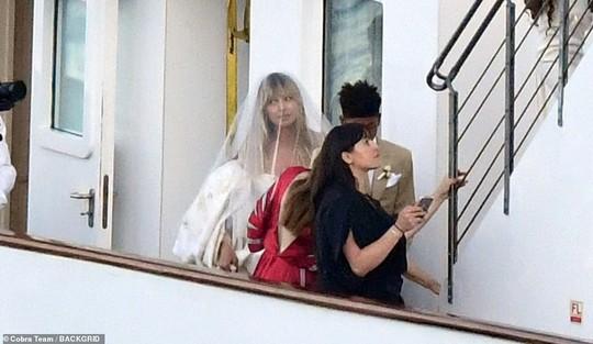 Siêu mẫu Heidi Klum bất ngờ cưới phi công trẻ - Ảnh 3.