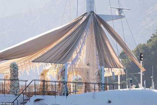 Siêu mẫu Heidi Klum bất ngờ cưới phi công trẻ - Ảnh 1.