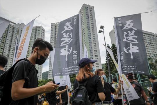 Hồng Kông: Cảnh sát và người biểu tình chơi mèo vờn chuột - Ảnh 5.