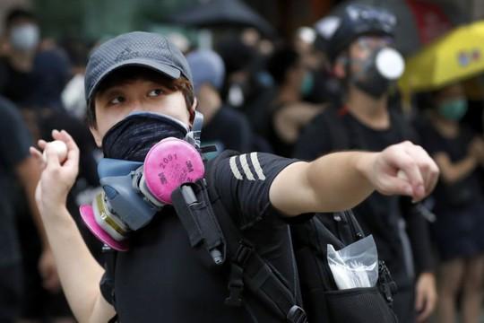 Hồng Kông: Cảnh sát và người biểu tình chơi mèo vờn chuột - Ảnh 6.