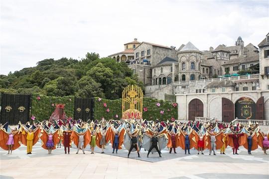 """Vũ hội Ánh Dương"""" nâng tầm nghệ thuật giải trí quốc tế tại Việt Nam - Ảnh 3."""