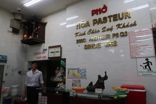 Công ty thu hồi nợ Đại Hải kêu oan, nói không đứng sau vụ tạt chất bẩn Phở Hòa Pasteur - Ảnh 2.