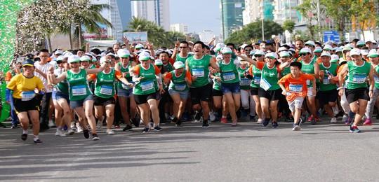 Hơn 1.000 nhân viên, đại lý, đối tác tham gia Manulife Danang International Marathon 2019 - Ảnh 2.