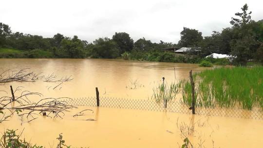 Lâm Đồng: Một Công an viên đi cứu hộ bị nước lũ cuốn trôi - Ảnh 6.