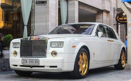 Đại gia Thái Nguyên bán Rolls-Royce Phantom mạ vàng biển tứ quý 9 - Ảnh 1.