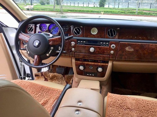 Đại gia Thái Nguyên bán Rolls-Royce Phantom mạ vàng biển tứ quý 9 - Ảnh 3.