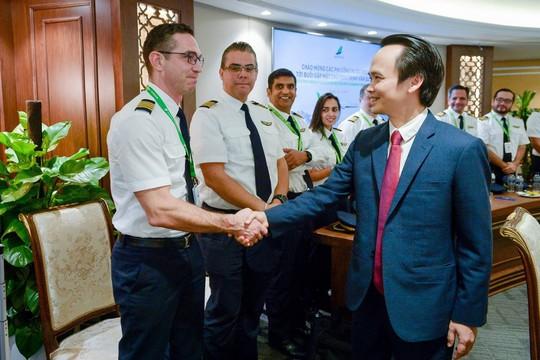 Những phi công quốc tế của Bamboo Airways lần đầu xuất hiện - Ảnh 5.