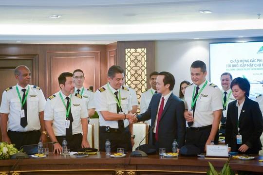 Những phi công quốc tế của Bamboo Airways lần đầu xuất hiện - Ảnh 7.