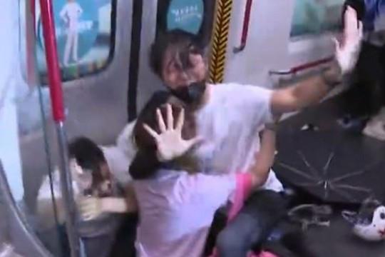 Cảnh sát Hồng Kông đuổi đánh, bắt giữ 40 người biểu tình - Ảnh 1.