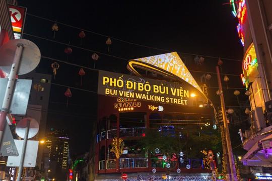 Bắt khách đi ngủ sớm - căn bệnh kinh niên của du lịch Việt - Ảnh 1.