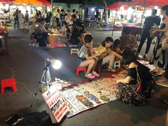 Bắt khách đi ngủ sớm - căn bệnh kinh niên của du lịch Việt - Ảnh 2.