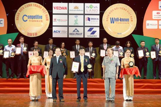 Nam A Bank liên tiếp được vinh danh nhãn hiệu nổi tiếng Việt Nam - Ảnh 1.