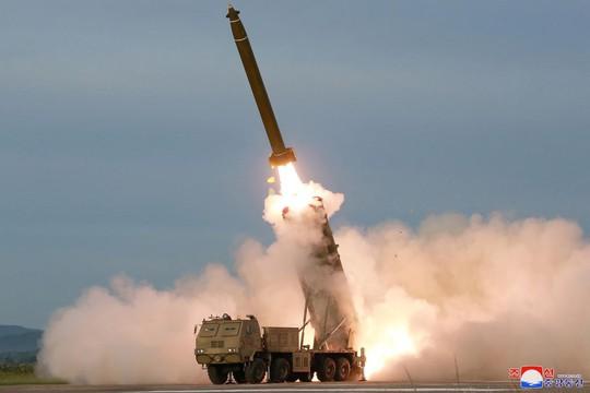 Phóng tên lửa, Triều Tiên gửi Mỹ hai thông điệp - Ảnh 1.