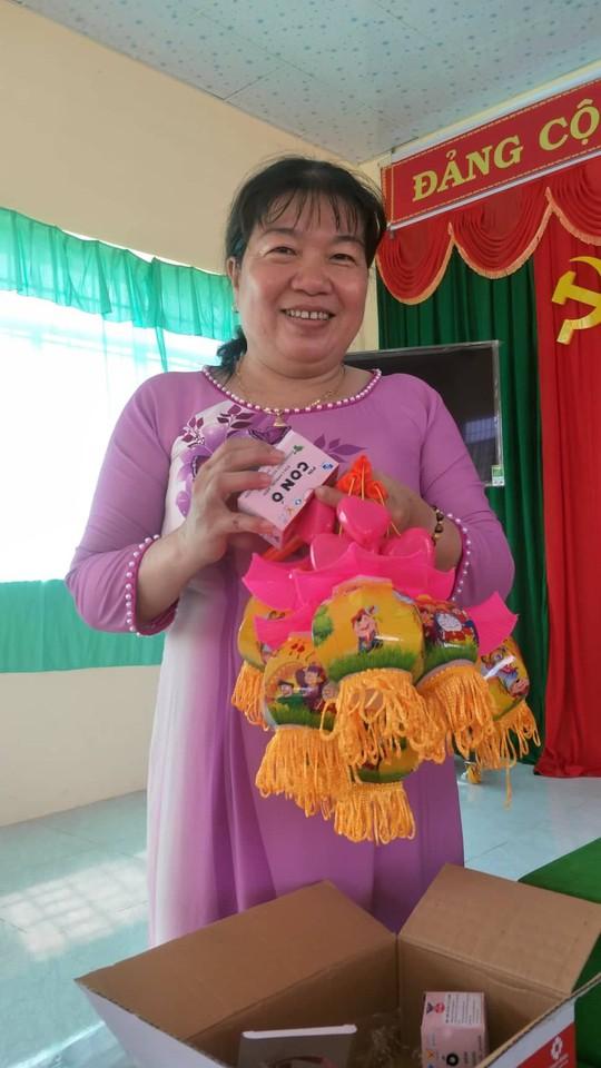 Báo Người Lao Động mang trung thu đến trẻ em nghèo Hậu Giang - Ảnh 3.