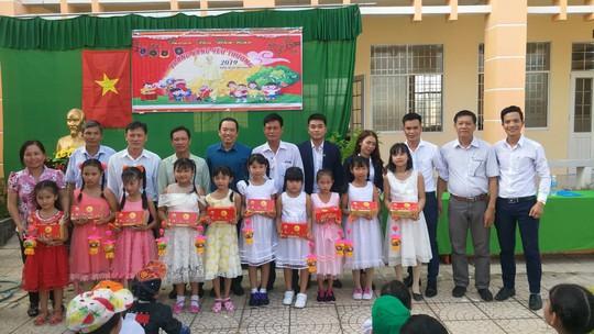 Báo Người Lao Động mang trung thu đến trẻ em nghèo Hậu Giang - Ảnh 10.