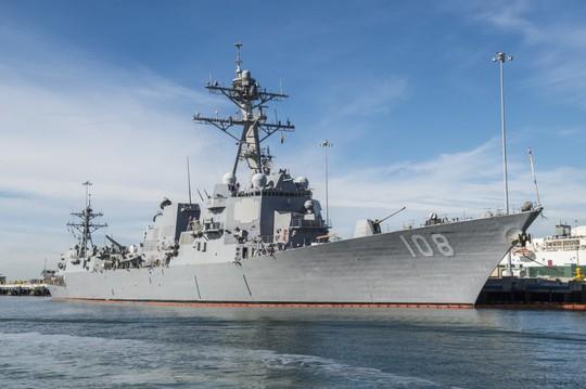 Mỹ điều tàu khu trục tới gần đảo nhân tạo trái phép của Trung Quốc ở biển Đông - Ảnh 1.