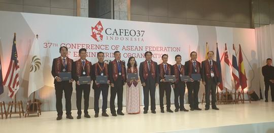 6 kỹ sư của EVNHCMC nhận Chứng chỉ Kỹ sư chuyên nghiệp ASEAN - Ảnh 1.