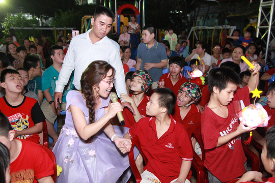 Những ngày vui Trung thu cùng HDBank của trẻ em khuyết tật - Ảnh 2.
