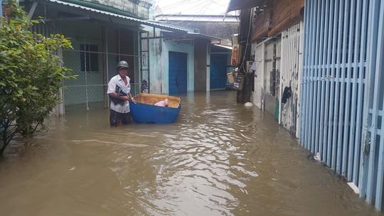 Phú Quốc lại sạt lở, ngập sâu sau cơn mưa lớn kéo dài - Ảnh 4.