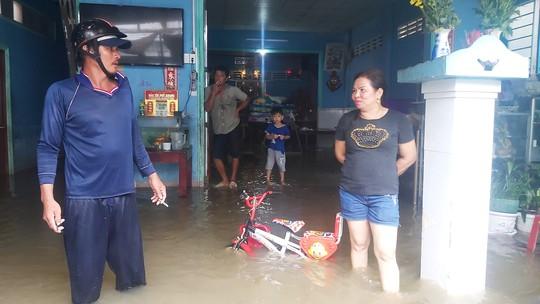 Phú Quốc lại sạt lở, ngập sâu sau cơn mưa lớn kéo dài - Ảnh 5.